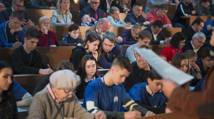 Участники Географического диктанта - 2018 на центральной площадке в МГУ имени М.В. Ломоносова. Фото: пресс-служба РГО